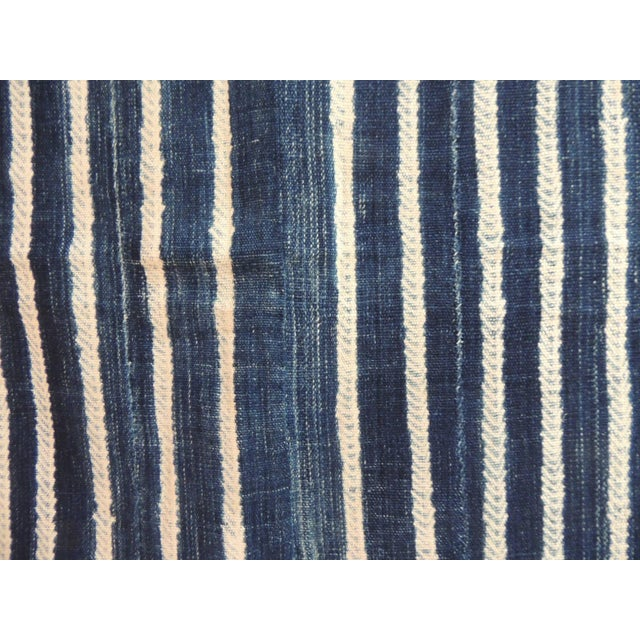 African Vintage Blue and White Yoruba and Baule Warp Artisanal Cloth With Fringes For Sale - Image 3 of 6
