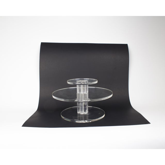 Mid-Century Lucite Rotating Cake Stand For Sale In New York - Image 6 of 6