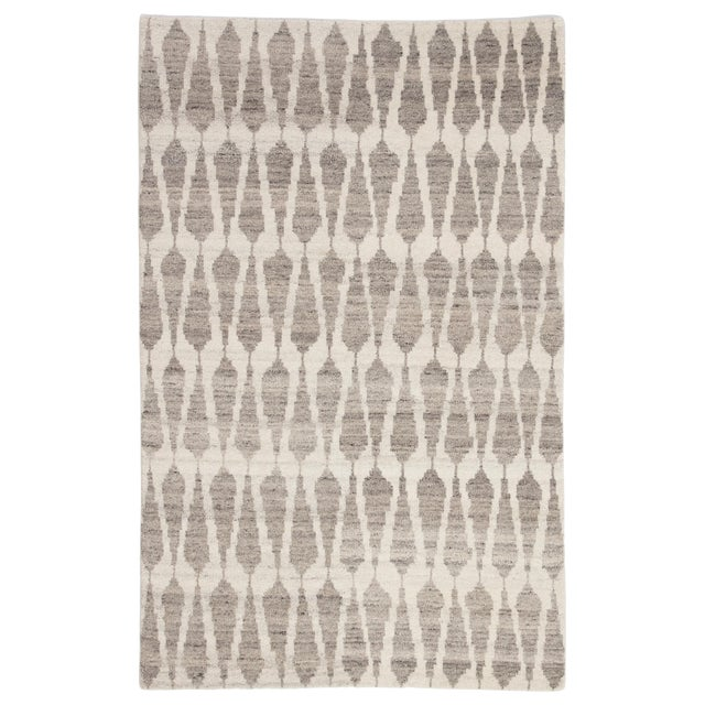 Jaipur Living Sabot Hand-Knotted Geometric Ivory/ Light Gray Area Rug - 8′6″ × 11′6″ For Sale