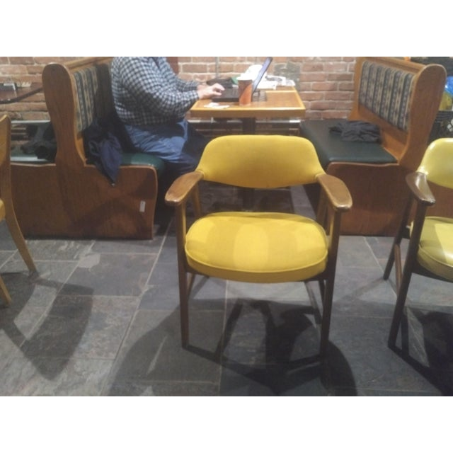 This is a beautiful, mid-century modern Paoli chair. Perfect for home or office. Made in Paoli, Indiana by the well-known...