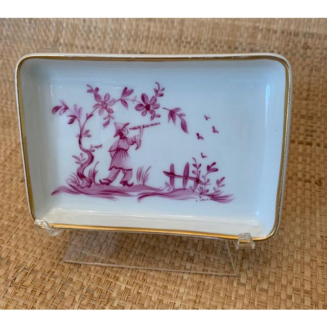 White trinket dish with gilt edges and pink Chinoiserie themed scene. Great for jewelry, soap in a Powder room. Lovely!