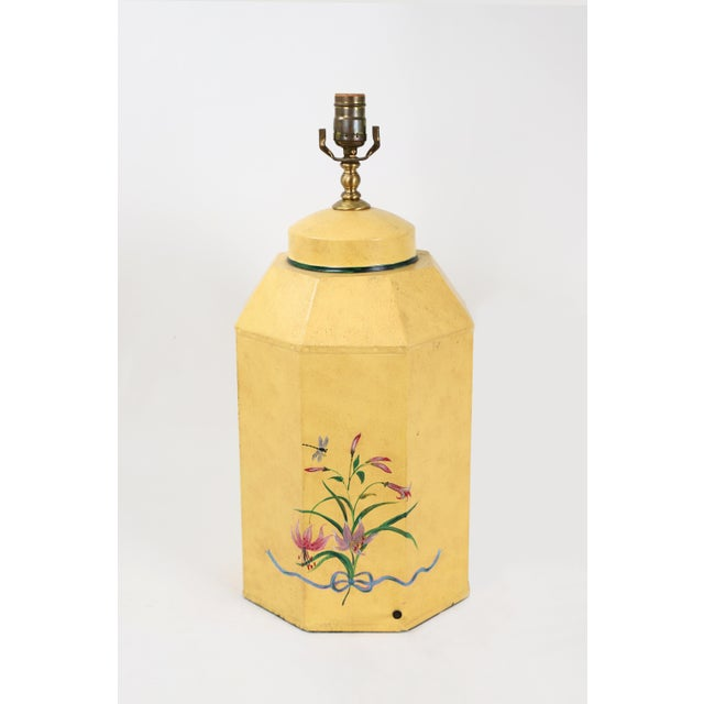 English Export Hexagonal Tole Tea Caddy Lamp No.5 Handpainted in Yellow For Sale In New York - Image 6 of 8