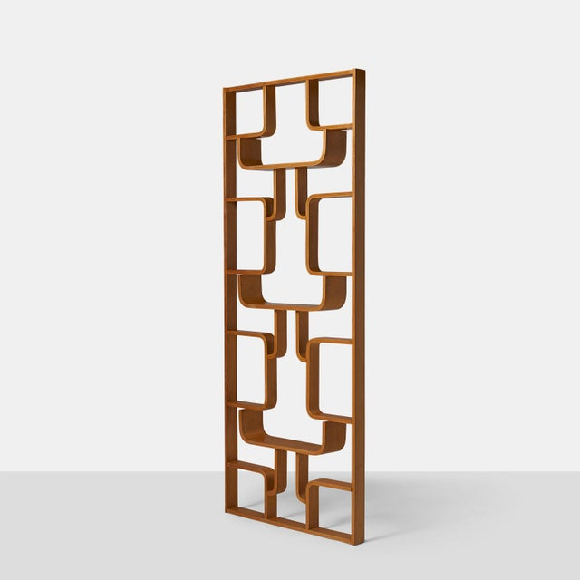 Thonet room divider in beech wood A room divider in bent beech wood designed by Ludvik Volak in the Czech Republic in the...