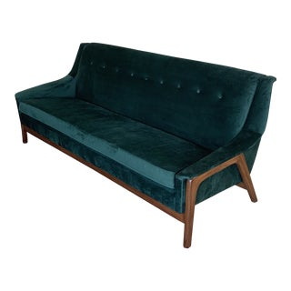 Mid-Century Modern Emerald Green Velvet Couch For Sale