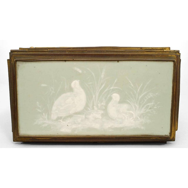 Traditional French Victorian Green and White Pate Sur Pate Porcelain Shaped Box For Sale - Image 3 of 7