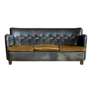 Danish 1930s Boesen and Lassen Style Tufted Club Sofa in Green Leather For Sale