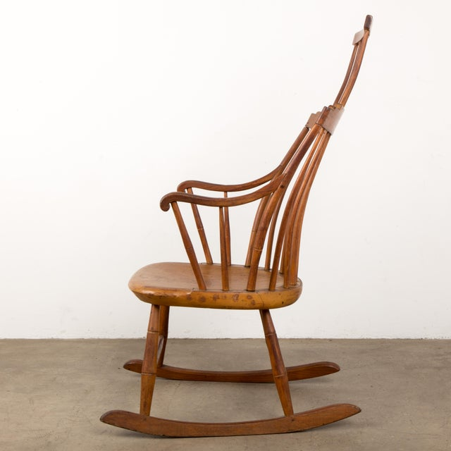 Mid 19th Century Antique American Comb-Back Windsor Rocker For Sale - Image 4 of 12