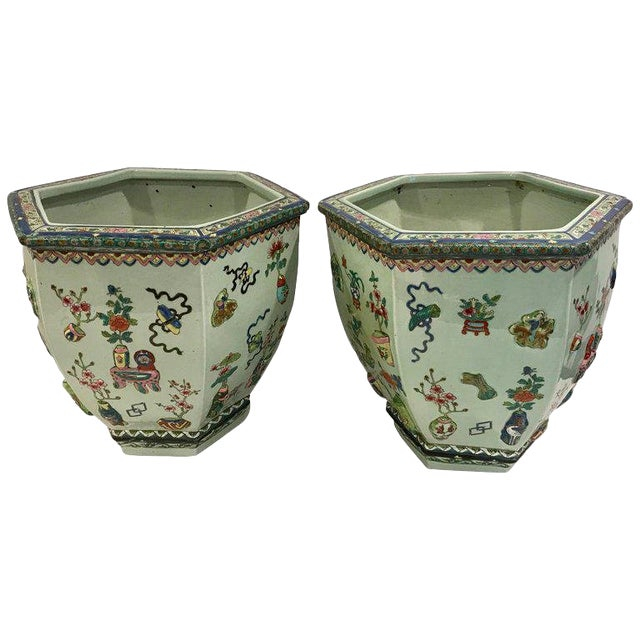 Pair of Chinese Export Famille Verte Hundred Antiques Hexagonal Jardinières For Sale