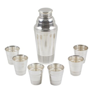 French Art Deco Silver Plate Martini Shaker and 6 Cocktail Cups For Sale