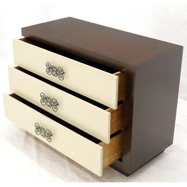 White Pair of Two-Tone Mid-Century Modern Art Deco Bachelor Chests Dressers For Sale - Image 8 of 13