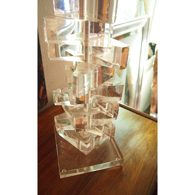Mid-Century Modern Clearlite by Bauer Stacked Lucite Lamps- A Pair For Sale - Image 3 of 6