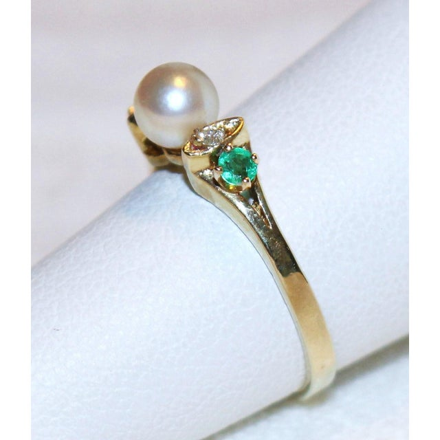 Contemporary 14k Gold Pearl, Diamond and Emerald Ring For Sale - Image 3 of 5