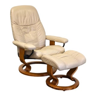 Beige Leather Ekornes Stressless Recliner Lounge Chair and Ottoman For Sale