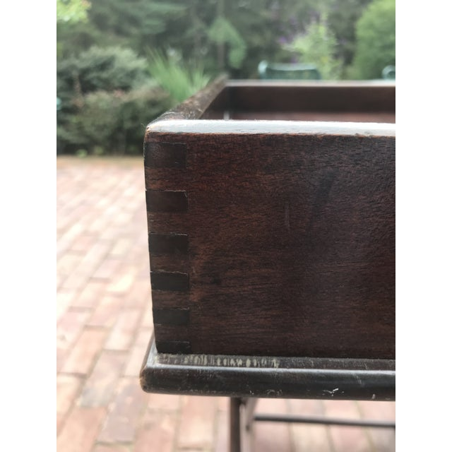 1940s Campaign Style Mahogany Butlers Tray on Stand—Can Be Shipped in Box by Ups For Sale - Image 5 of 12