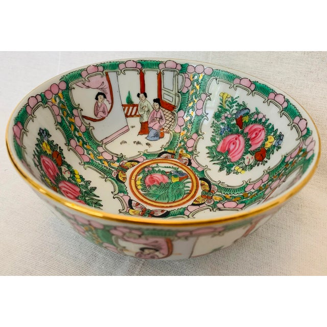 Beautifully hand painted Chinoiserie porcelain decorative bowl. Medallion style Famille Rose pattern with intricate...