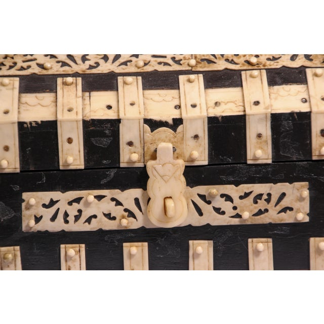 Large Decorative Anglo-Indian Vizagapatam Footed Box For Sale - Image 4 of 13