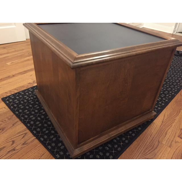 Empire Ethan Allen Mid-Century Traditional Slate Top Pecan End Table For Sale - Image 3 of 9