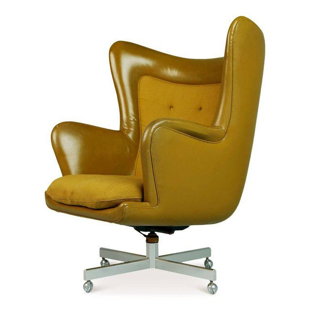 Mid-Century Modern Dramatic Executive Wingback Chair and Ottoman by George Kasparian, Circa 1960 For Sale - Image 3 of 11