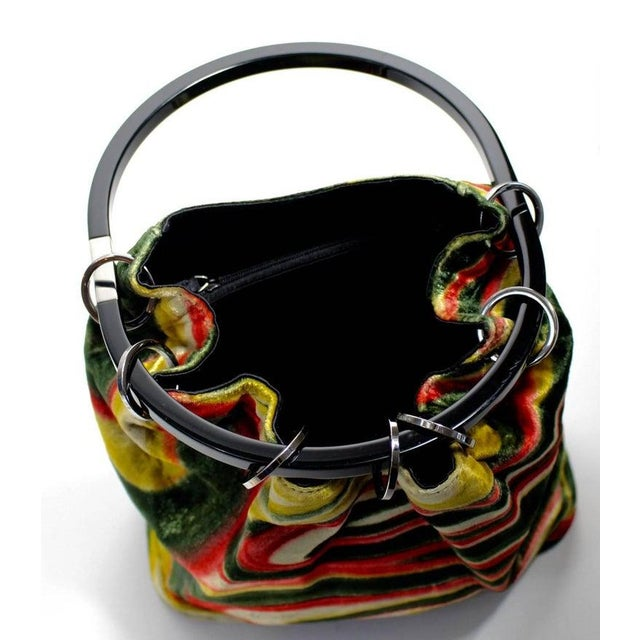 Gucci 1990s Gucci by Tom Ford Runway Psychedelic Swirl Silk Velvet Hoop Bucket Bag For Sale - Image 4 of 6
