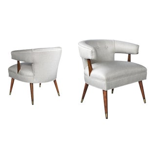 A stylish pair of American mid-century barrel-back upholstered arm chairs For Sale