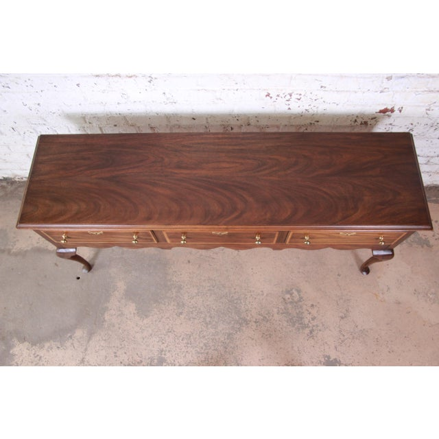 Henkel Harris Henkel Harris Mahogany Queen Anne Sideboard Credenza For Sale - Image 4 of 13