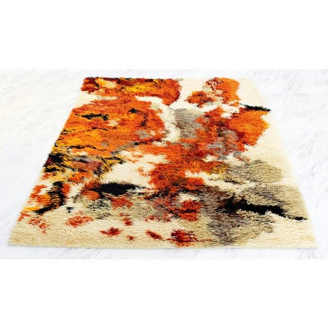 1970s Mid-Century Modern Orange Red Gray Shag Rya Rug Carpet - 4′5″ × 6′4″ For Sale - Image 4 of 4