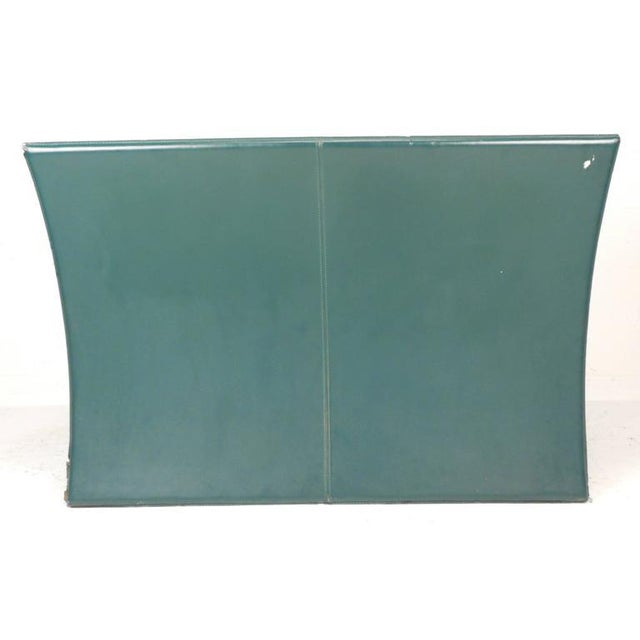 Mid-Century Modern Italian Leather Settee For Sale In New York - Image 6 of 7