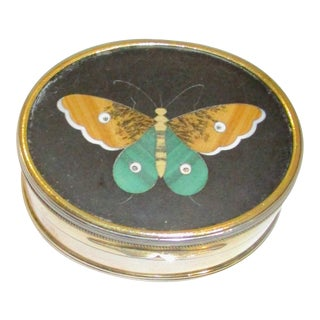 1910s English Traditional Sterling Silver Pill Box With Petra Dura Butterfly Lid For Sale