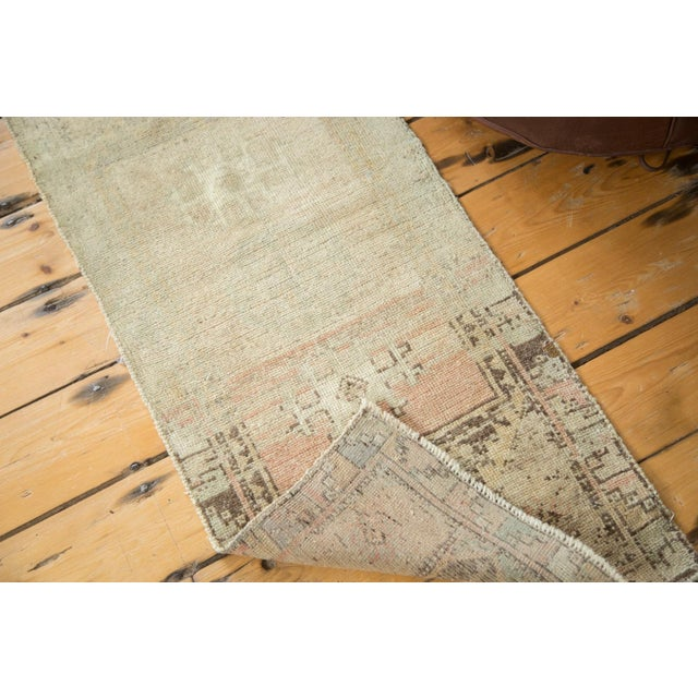 Vintage Ivory and Peach Oushak Rug For Sale In New York - Image 6 of 6