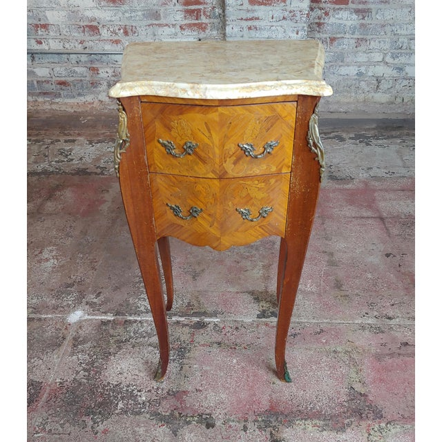 Antique French Marquetry Petit Commodes W/Marble Top - a Pair For Sale In Los Angeles - Image 6 of 10