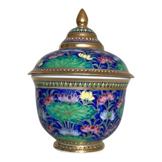 20th Century Chinoiserie Porcelain Bowl With Lid