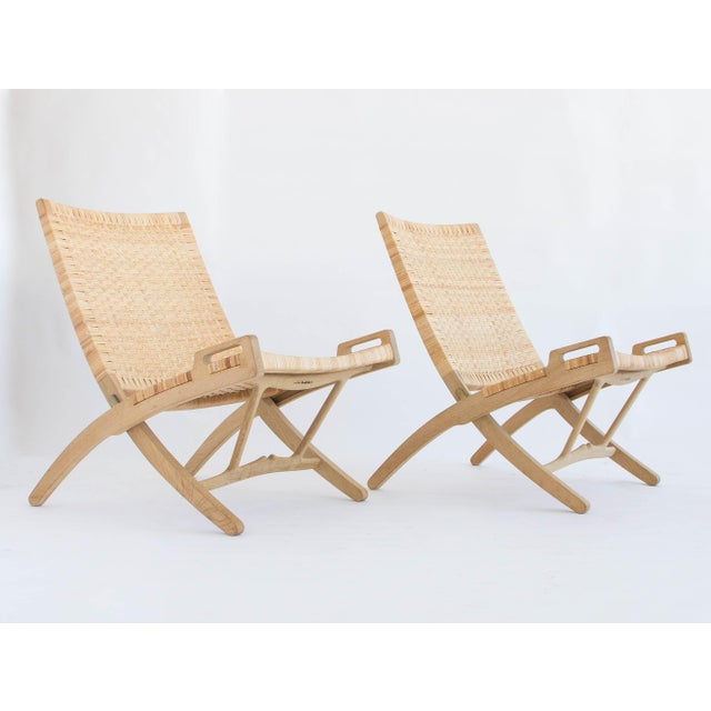 PP Mobler Pair of Oak and Cane Folding Lounge Chairs by Hans Wegner for PP Møbler For Sale - Image 4 of 11