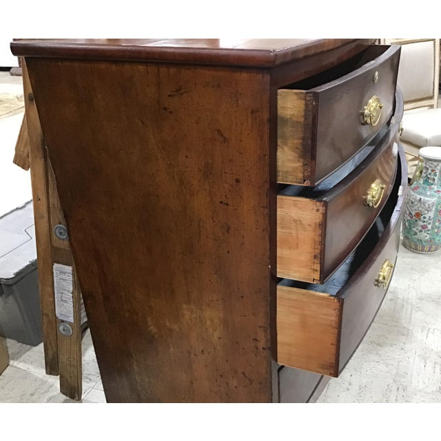 Georgian Mahogany Bowfront Chest of Drawers For Sale In Tampa - Image 6 of 9