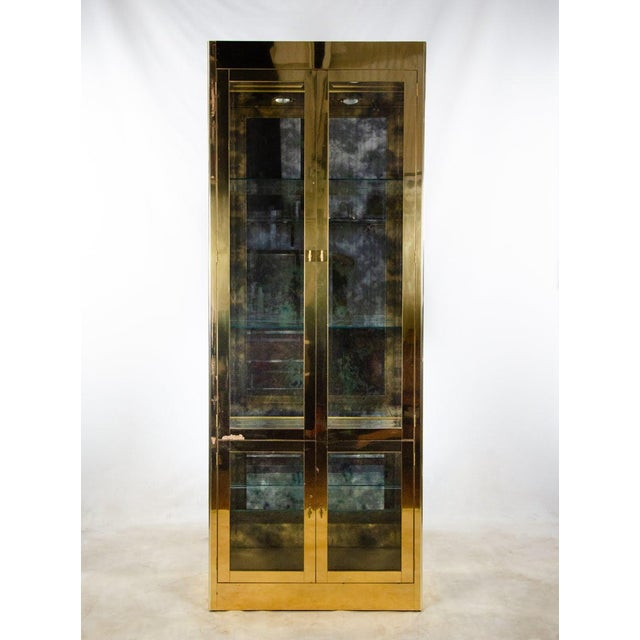 Hollywood Regency 1960s Mastercraft Brass and Glass Lighted Display Cabinet For Sale - Image 3 of 13