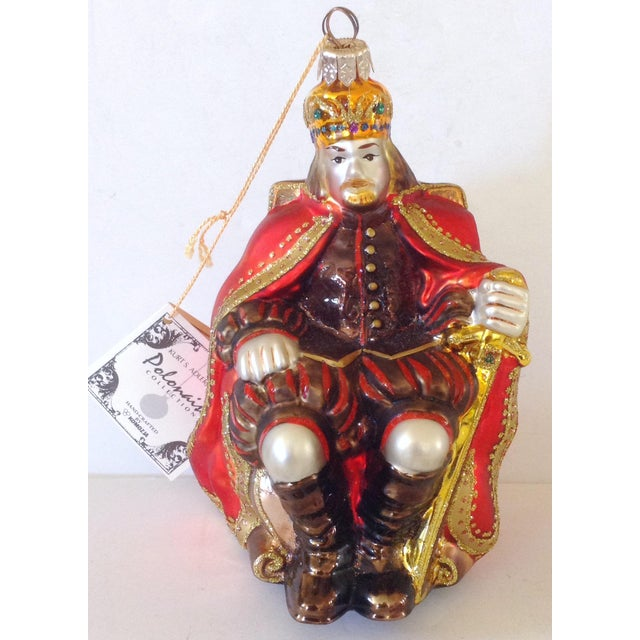 European hand made limited edition of Polonaise design of a king seated on his throne. It is made of glass with glitter...
