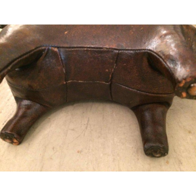 Abercrombie & Fitch Distressed Leather Pig Footstool Sculpture - Image 5 of 6