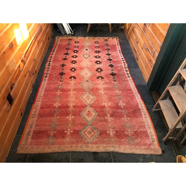 Vintage Moroccan Rug - 4′6″ × 8′6″ For Sale In New York - Image 6 of 6