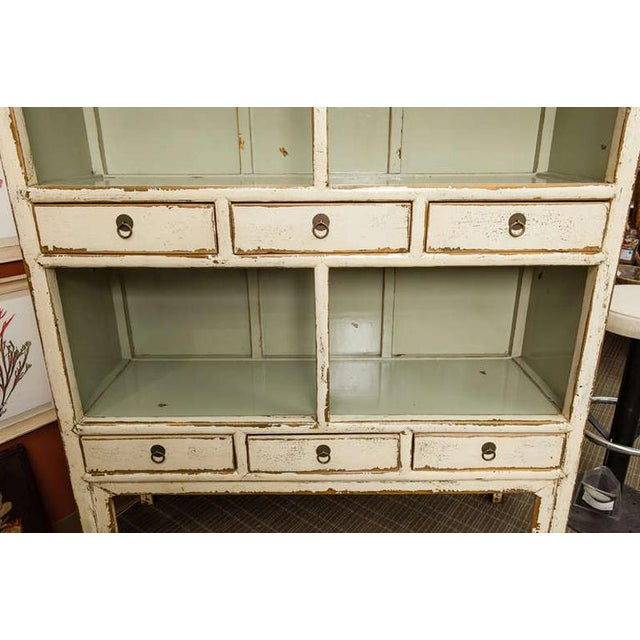 1900s Chinese Open Shelf Cabinet with Cream Colored Lacquer Finish For Sale - Image 5 of 7