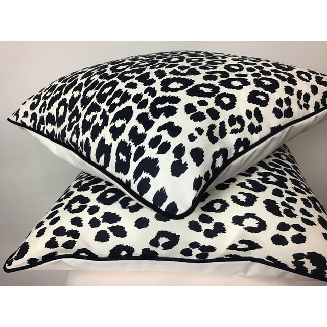 "Schumacher Contemporary Linen Print Iconic Leopard by Schumacher Pillows - a Pair, 22""x22"" For Sale - Image 4 of 7"