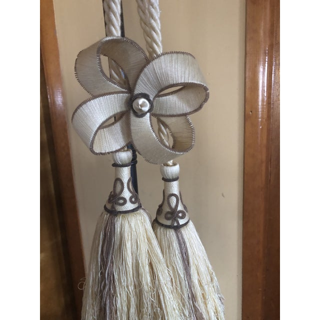 Traditional Houles Paris Double Tassel Bow Tieback For Sale - Image 3 of 4