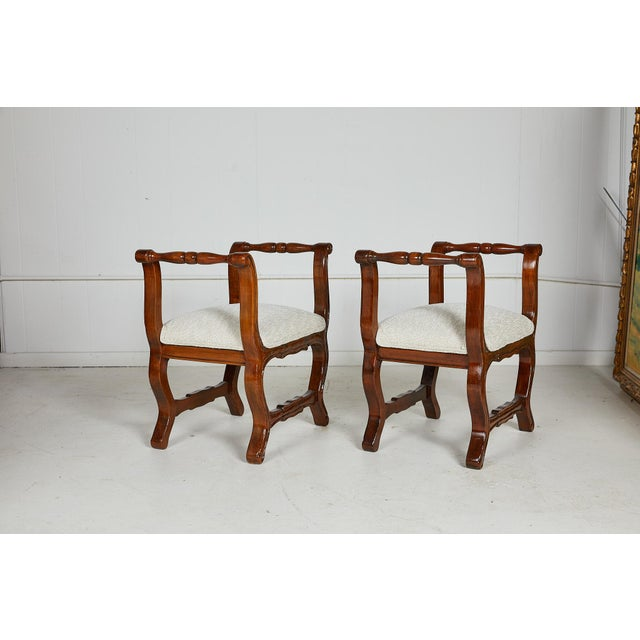 Early 20th Century Pair of Italian Provençal Walnut Stools For Sale - Image 5 of 13