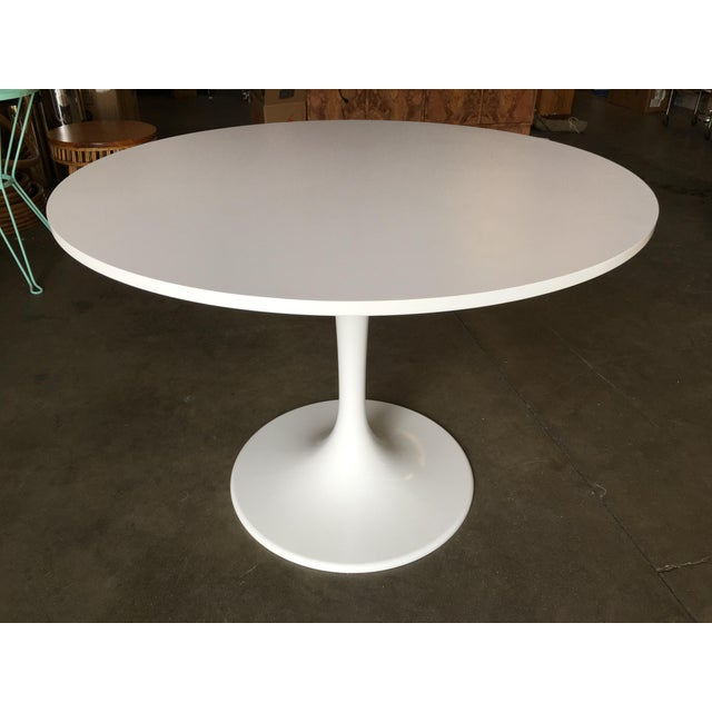 """41.5"""" Round Tulip Dining Table Designed by Eero Saarinen for Knoll For Sale In Los Angeles - Image 6 of 8"""
