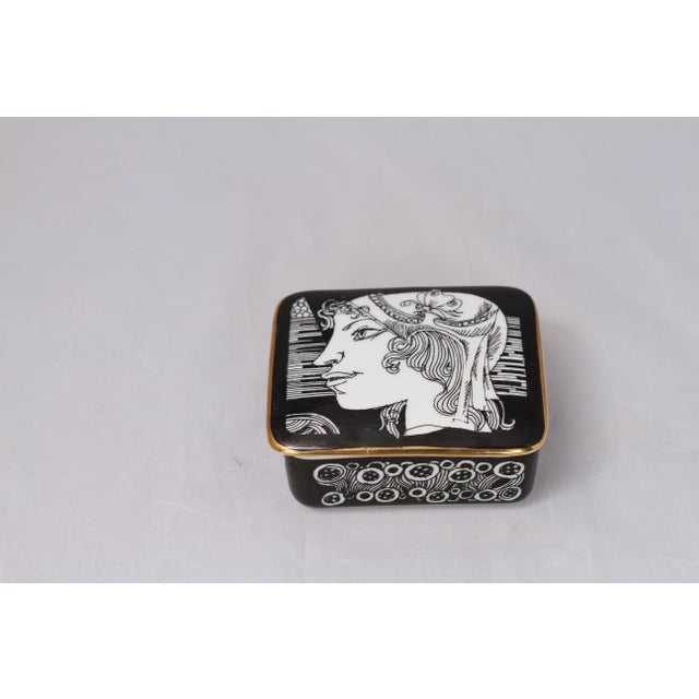 Vintage Black and White Hollohaza Hungarian Covered Box - Image 9 of 9