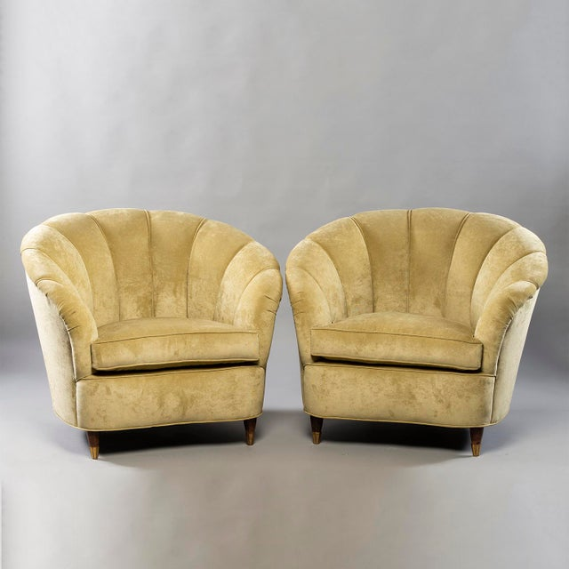 Coquille Form Sofa and Pair of Chairs Attributed to Paolo Buffa For Sale In Detroit - Image 6 of 13