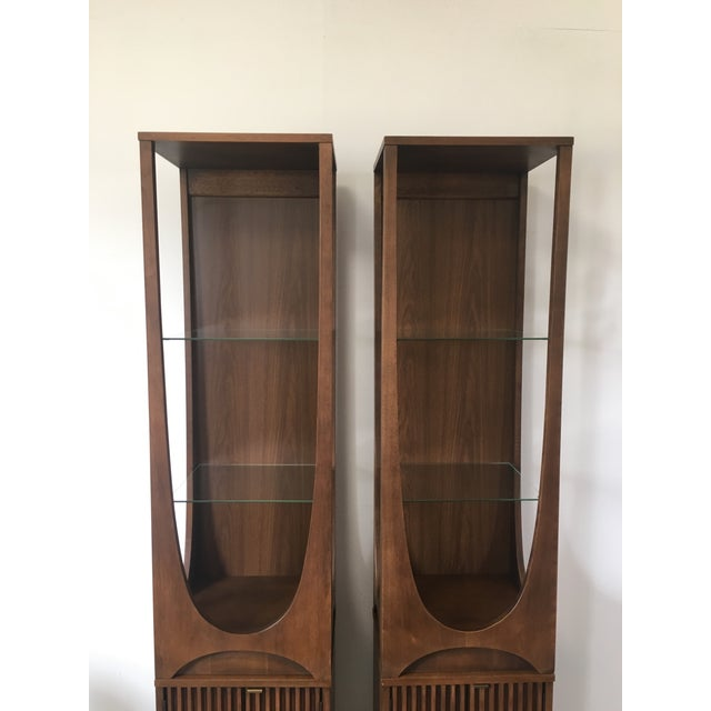 On Hold Broyhill Brasilia Rare Curio Towers - a Pair For Sale - Image 5 of 11