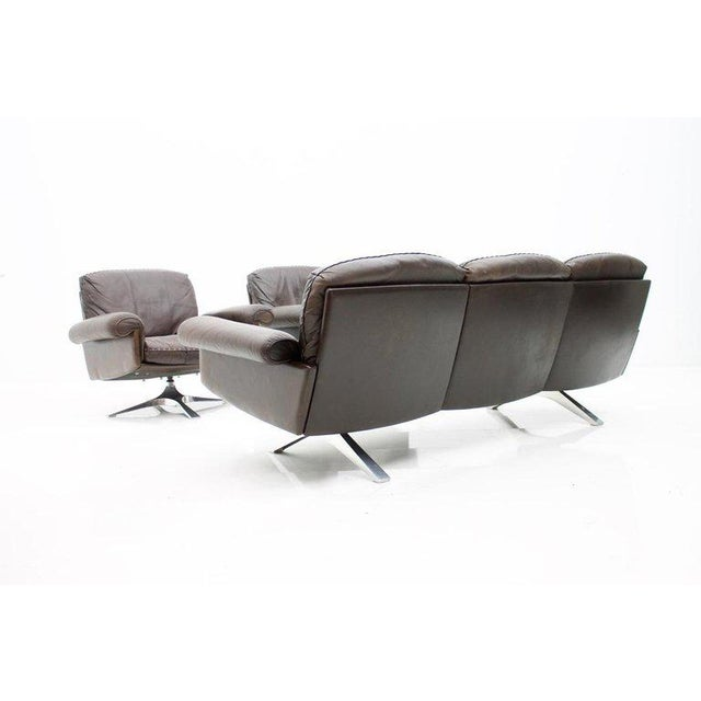 Animal Skin Pair of Swivel Leather Lounge Chairs Ds 31 by De Sede, 1970s For Sale - Image 7 of 9