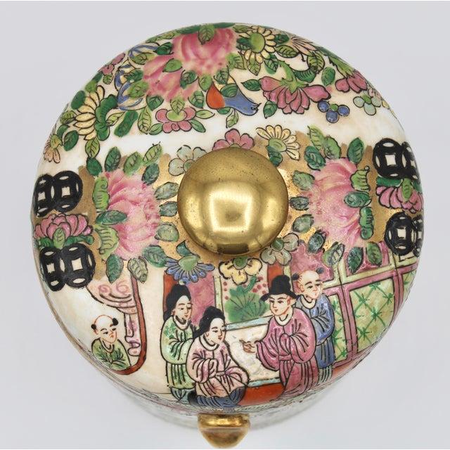 Ceramic 18th Century Chinese Rose Medallion Porcelain Lidded Jar For Sale - Image 7 of 12