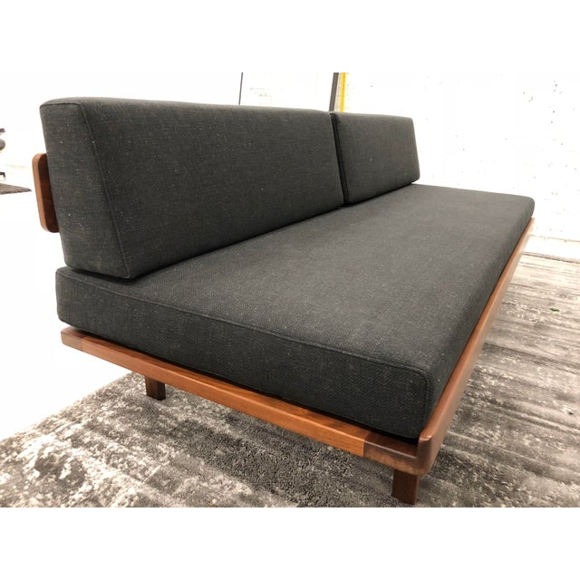 riddle about a couch
