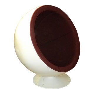 Mid-Century Modern White Round Ball Speaker Chair For Sale