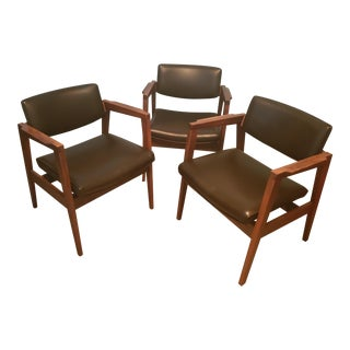 Jens Risom Style Mid-Century Modern Solid Walnut Lounge Chairs by Gunlocke- Set of 3 For Sale